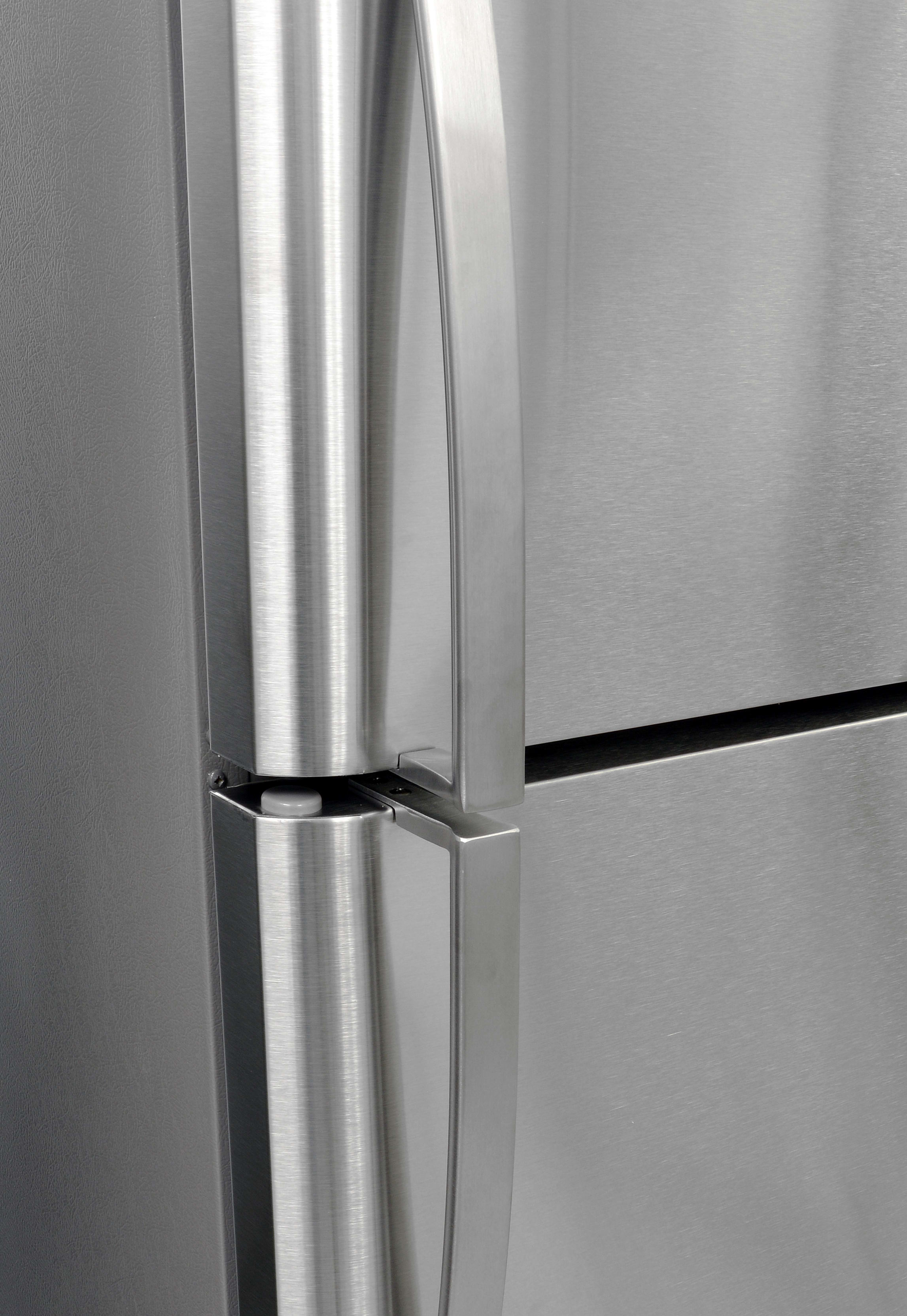 The Kenmore 70623's sturdy handles, like the stainless finish, are prone to smudging.