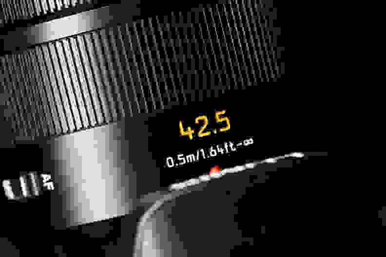 panasonic-42-5-f12-nocticron-review-design-label.jpg