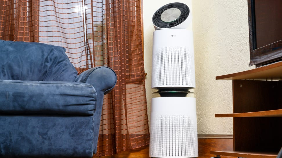 The LG AS560DWR0 air purifier.