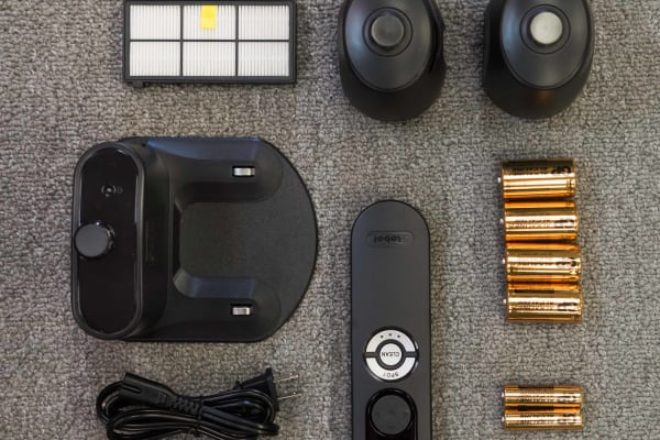 The 880 comes with the best of everything iRobot has to offer–including batteries!