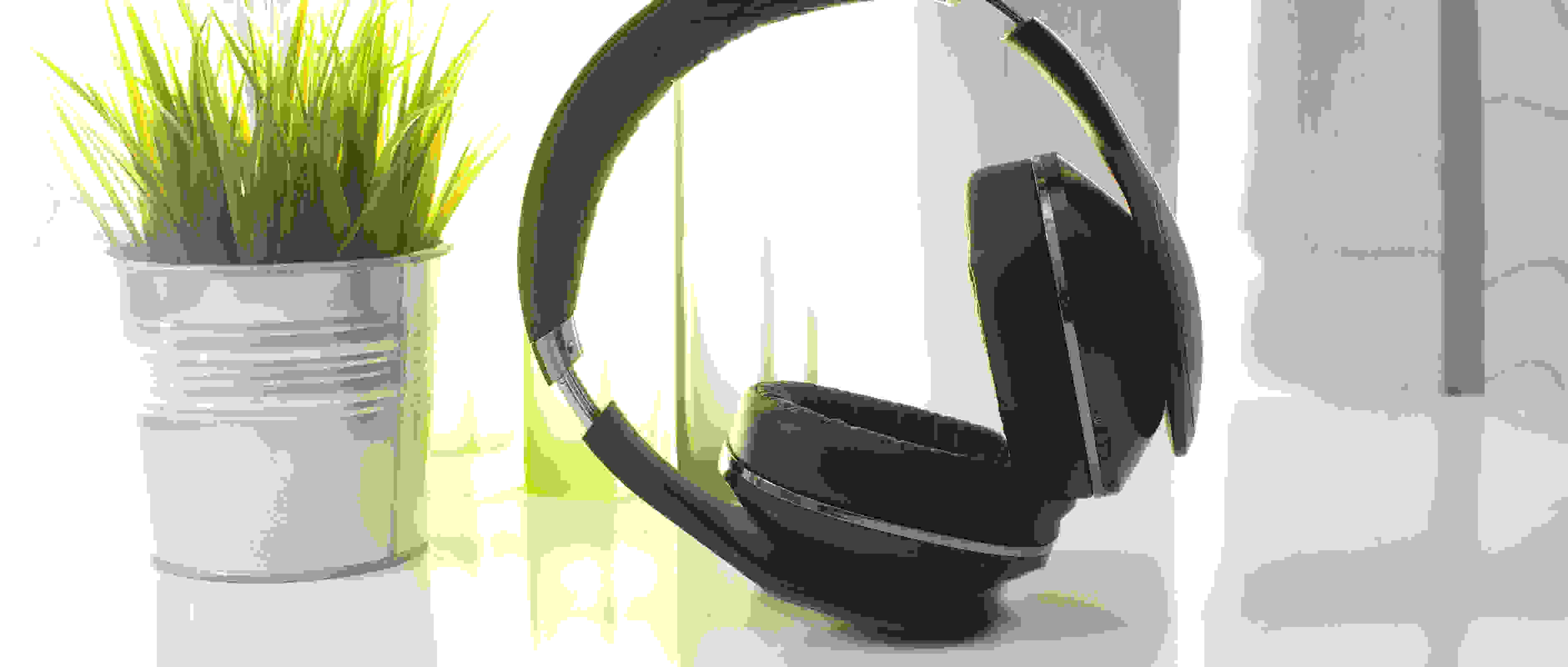Samsung Level Over headphones