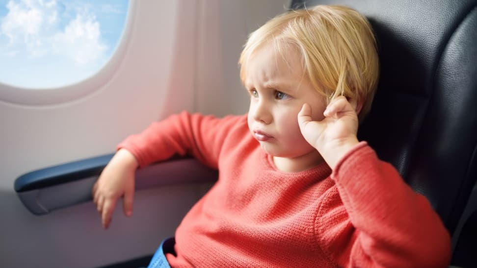 15 screen-free ways to keep kids entertained while traveling