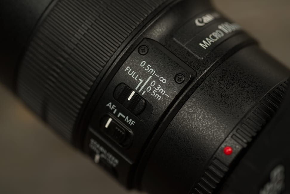 canon-100mm-f2p8-macro-review-design-camera-switches.jpg