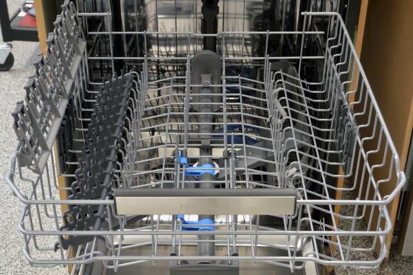 Frigidaire Professional FPID2497RF top rack