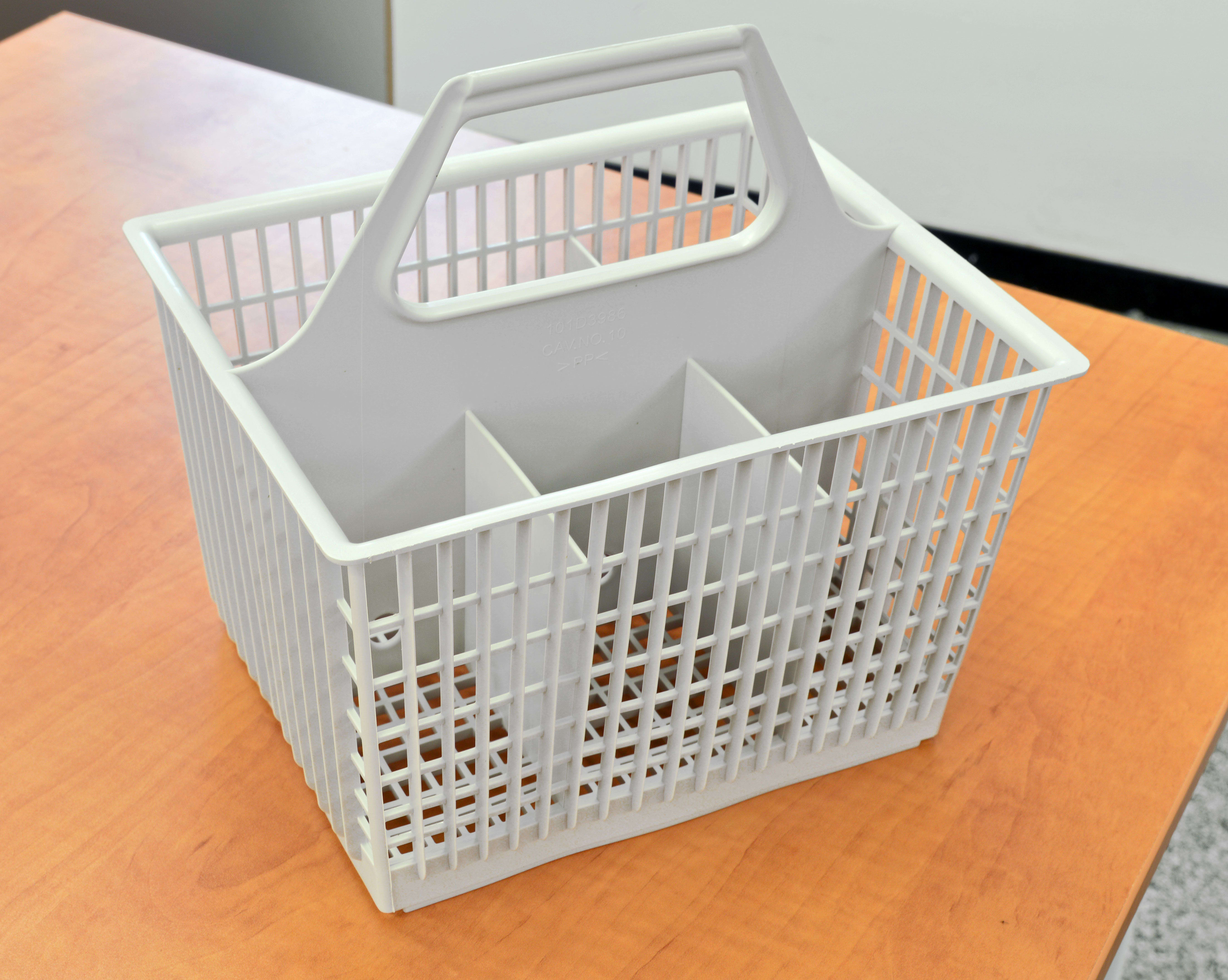 The GE GSC3500DWW's cutlery basket is easy to remove.