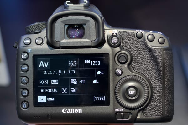 Look familiar? The 5DS shares all of its exterior with the 5D Mark III.