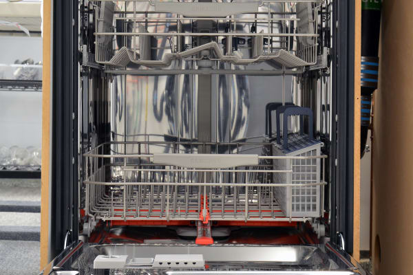 Samsung DW80J7550US interior