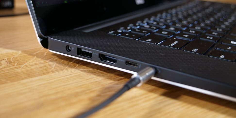 Dell XPS 15 (9560) Right Ports