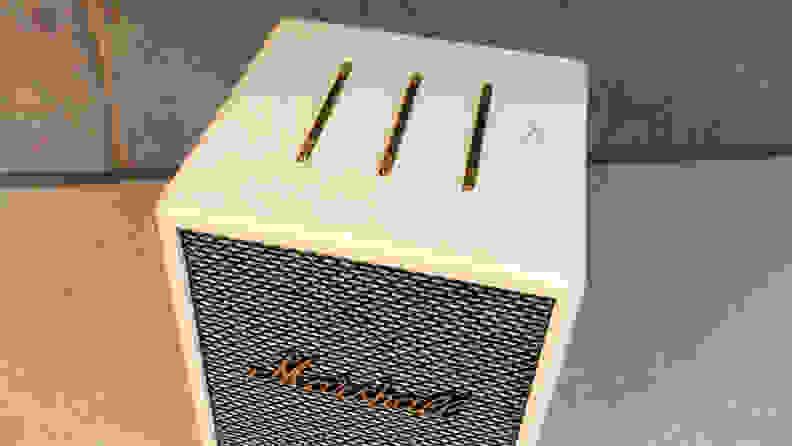 Marshall Uxbridge Voice top buttons