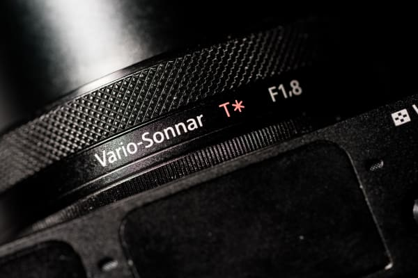 The front control ring allows users to manipulate various settings depending on shooting mode.