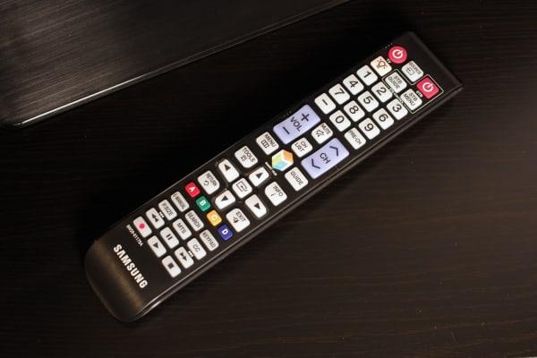 The Samsung UN40H5500's remote control