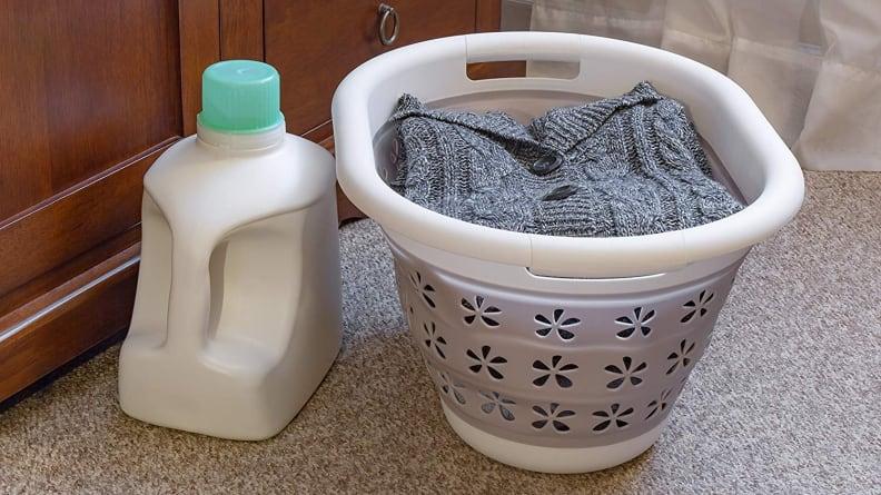 Camco laundry basket