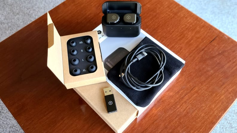 Master & Dynamic MW08 earbuds full pacakge