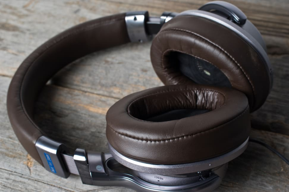 SONY-MDR-1ABT-TOUCH.jpg
