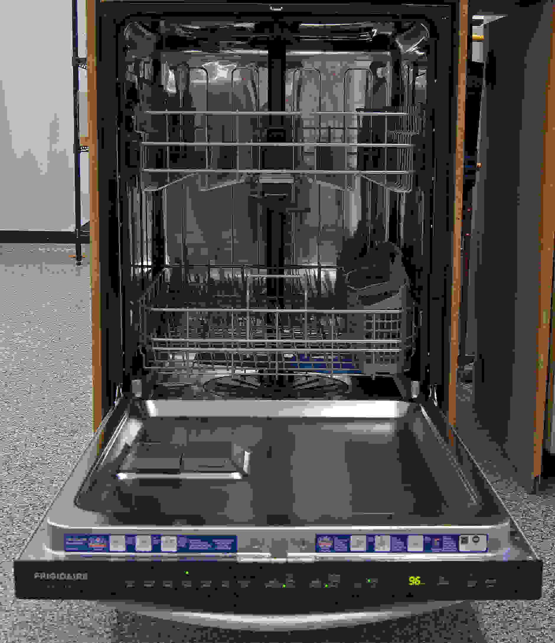 Frigidaire Gallery FGID2474QS interior