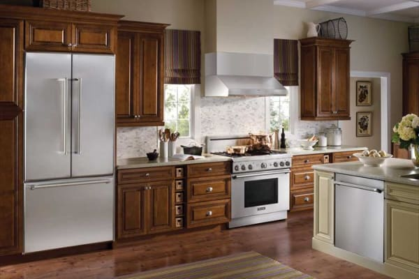 This dark, traditional kitchen is equipped with a 24-inch Sapphire Series dishwasher with a pro handle.