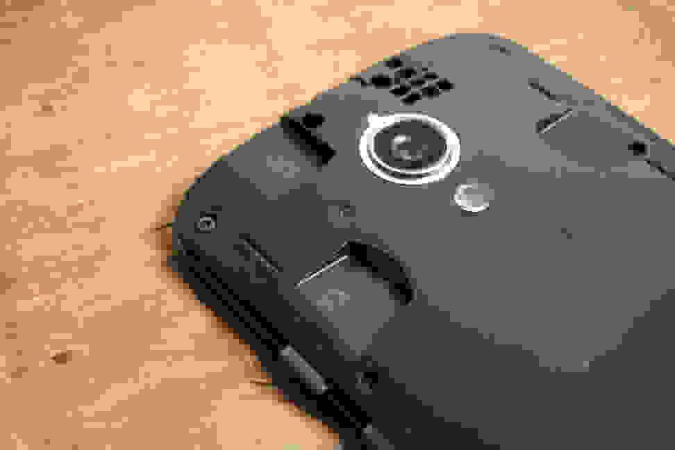 Motorola Moto G SIM and SD slots