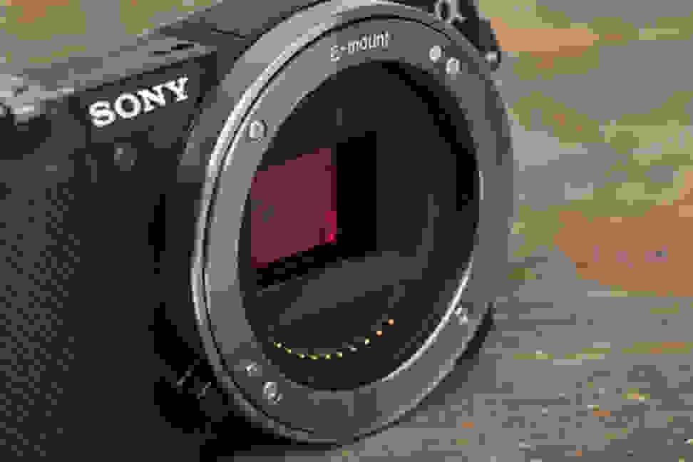 sony-a5000-review-design-sensor.jpg