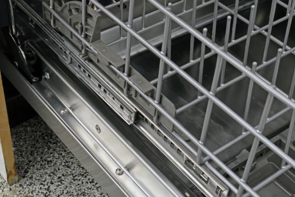 KitchenAid KDTE404DSS bottom rack rails
