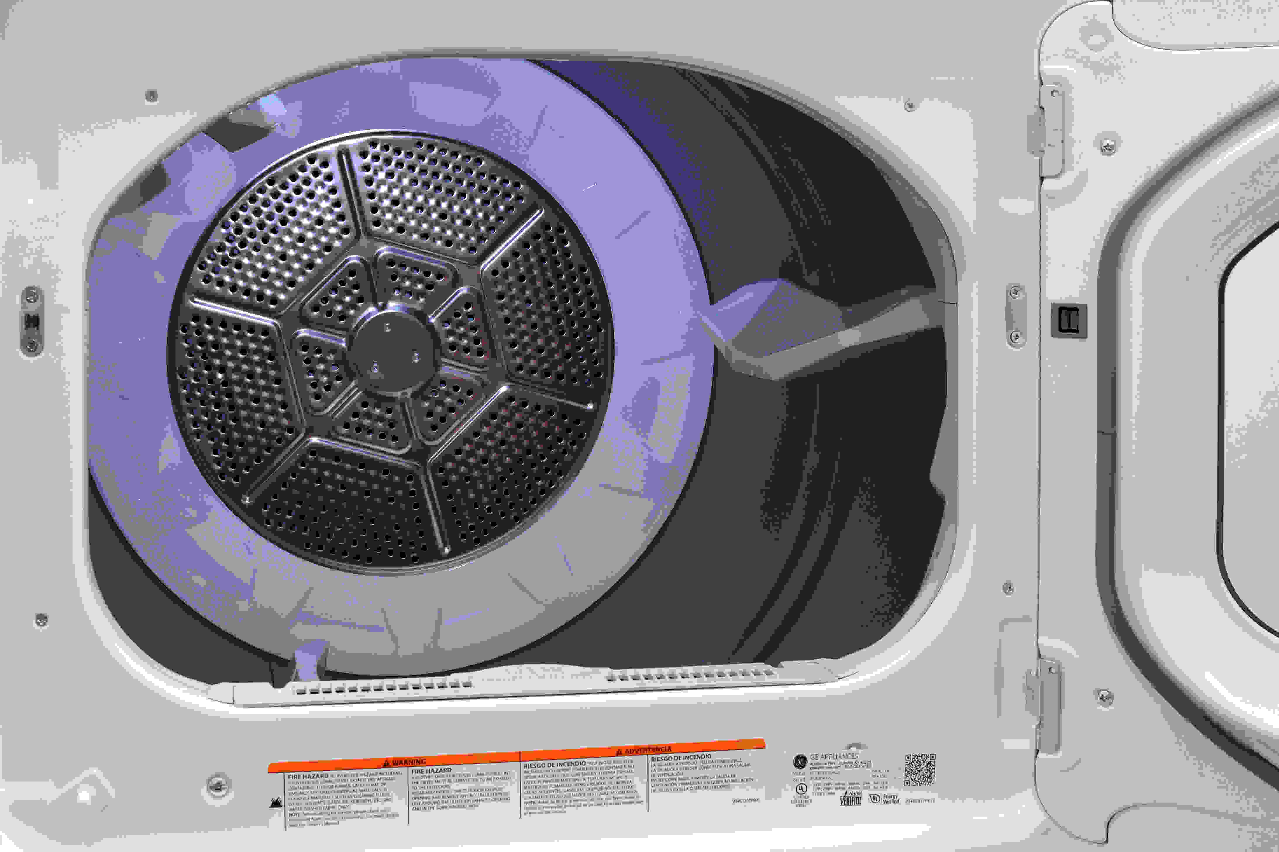 The GE GTD65EBSJWS's LED-lit interior is made of aluminized alloy to prevent corrosion.