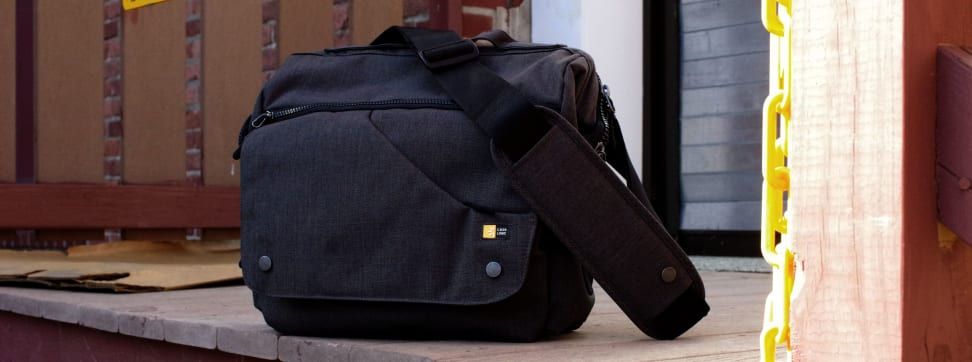 This is our review of the Case Logic Medium iPad & DSLR Cross-body Camera bag, which is SKU FLXM-102-ANTHRACITE