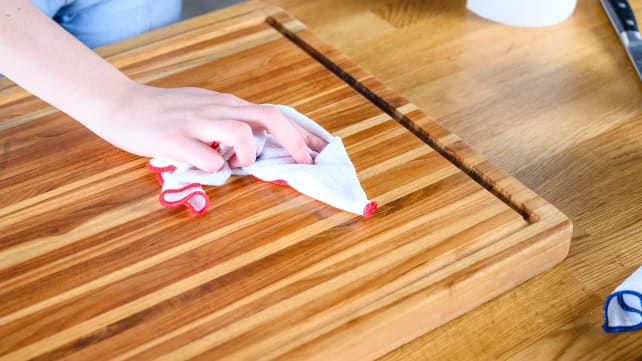 How To Clean A Wood Cutting Board Reviewed Dishwashers