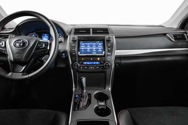 The interior of the 2015 Toyota Camry looks a lot like the Corolla.
