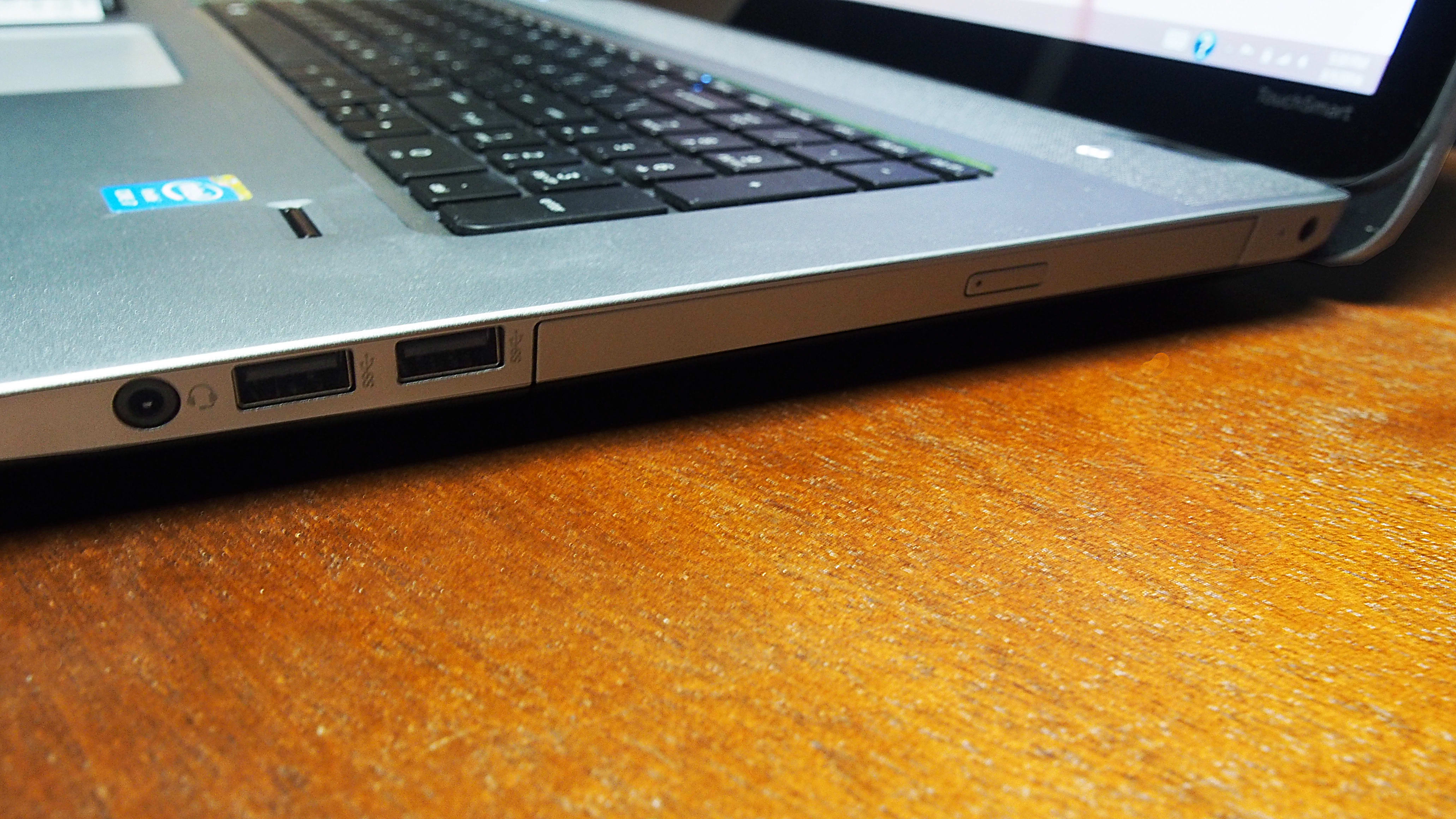 The right side of the Envy has a headphone jack, two USB 3.0 slots, a CD/DVD drive, and a power input.