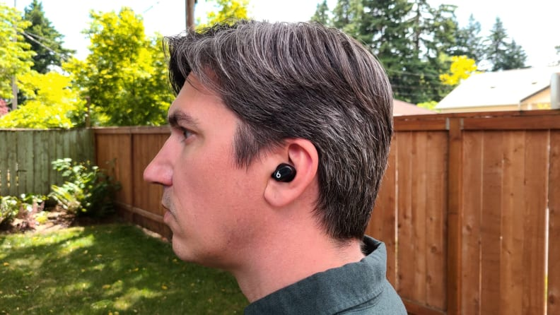 Beats_Studio_Buds_button_out_in_ear