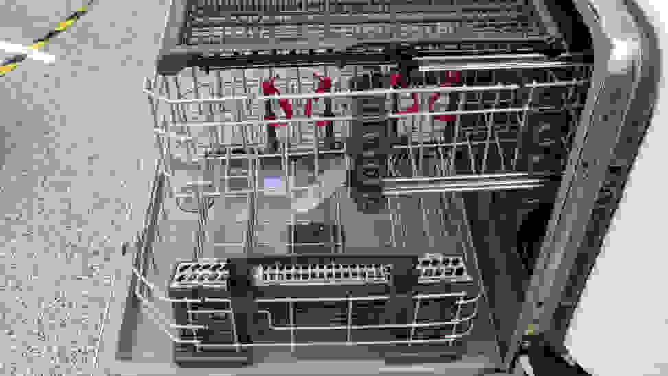 GE-Appliances-GDF630PGMWW-interior