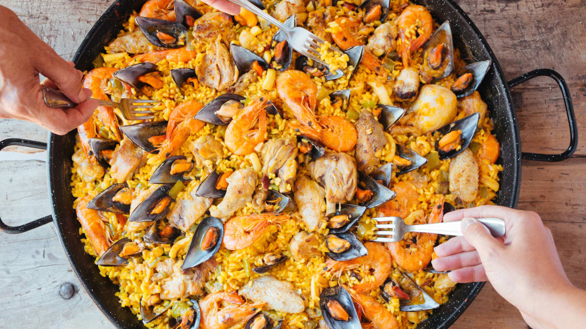 Paella is the perfect summer crowd-pleaser—here's how to make it