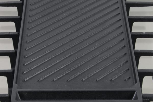 The Samsung NX58H9950WS's cast iron griddle