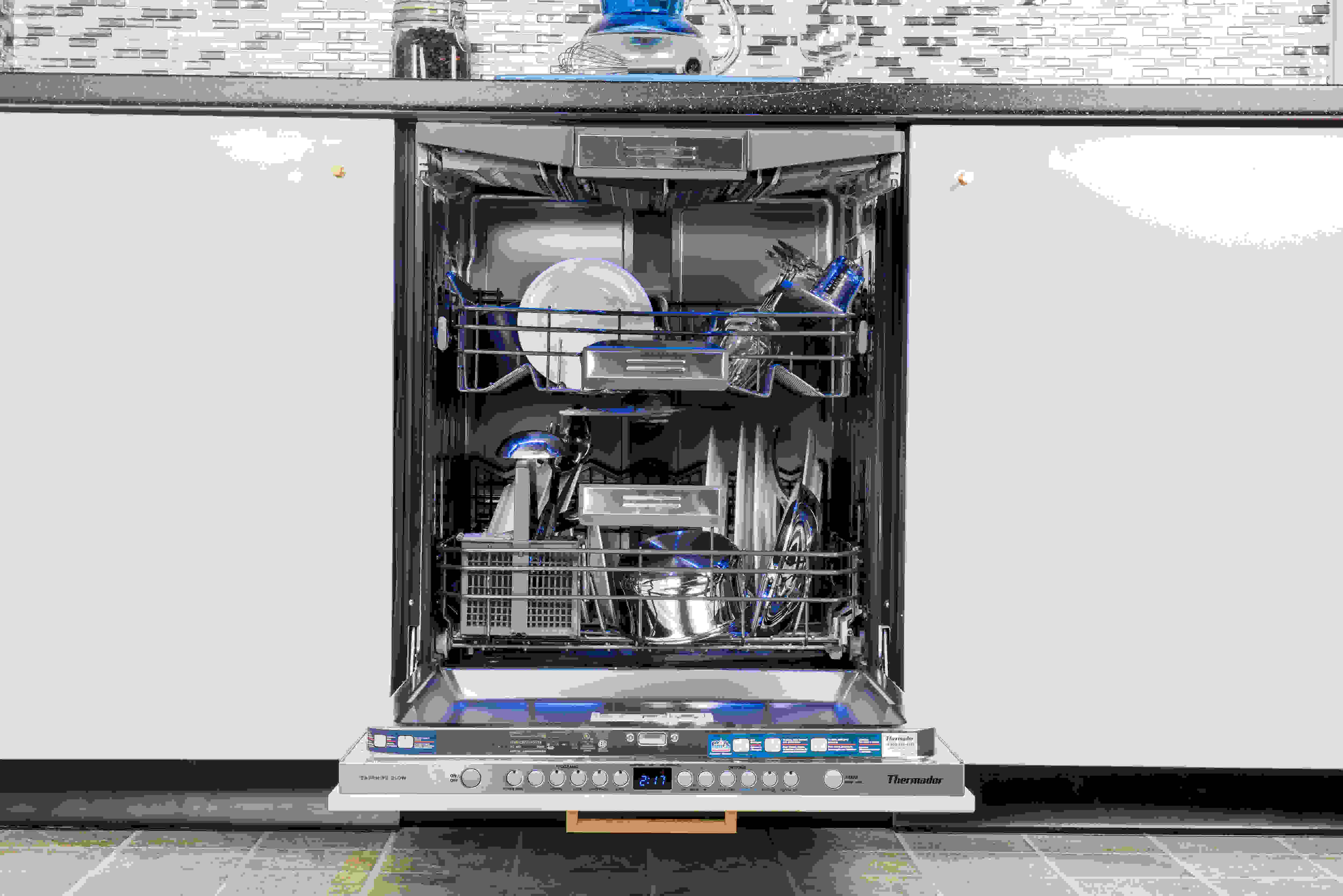 Thermador Sapphire DWHD650JPR loaded front