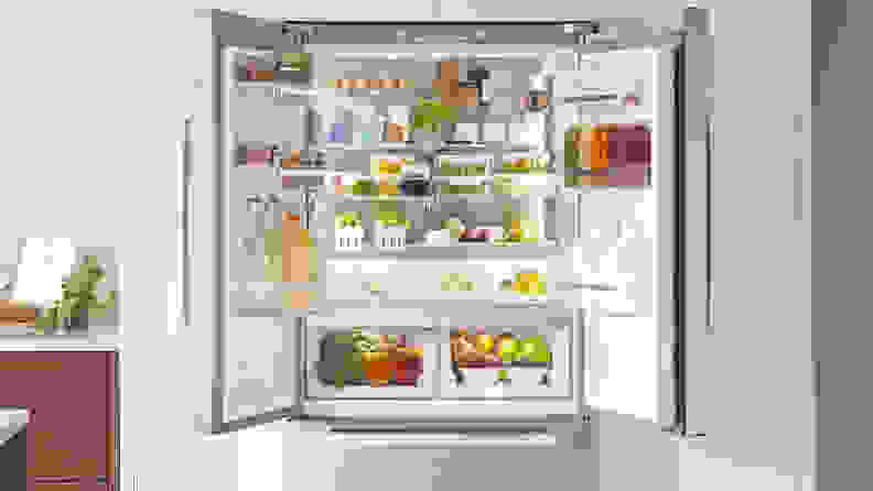 The B36CT80SNS has a stainless steel back wall, which gives the fridge an interesting, high-class, industrial vibe.