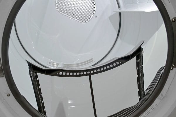 The Electrolux EIGD50LIW's conventional screen trap holds lint, not surprises.