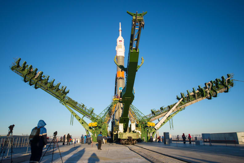 Expedition 42 Soyuz Rollout.jpg