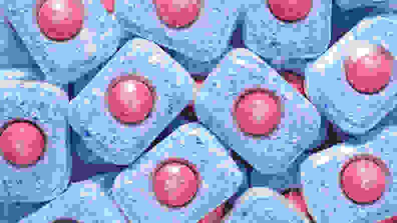 A pile of dishwasher detergent pods