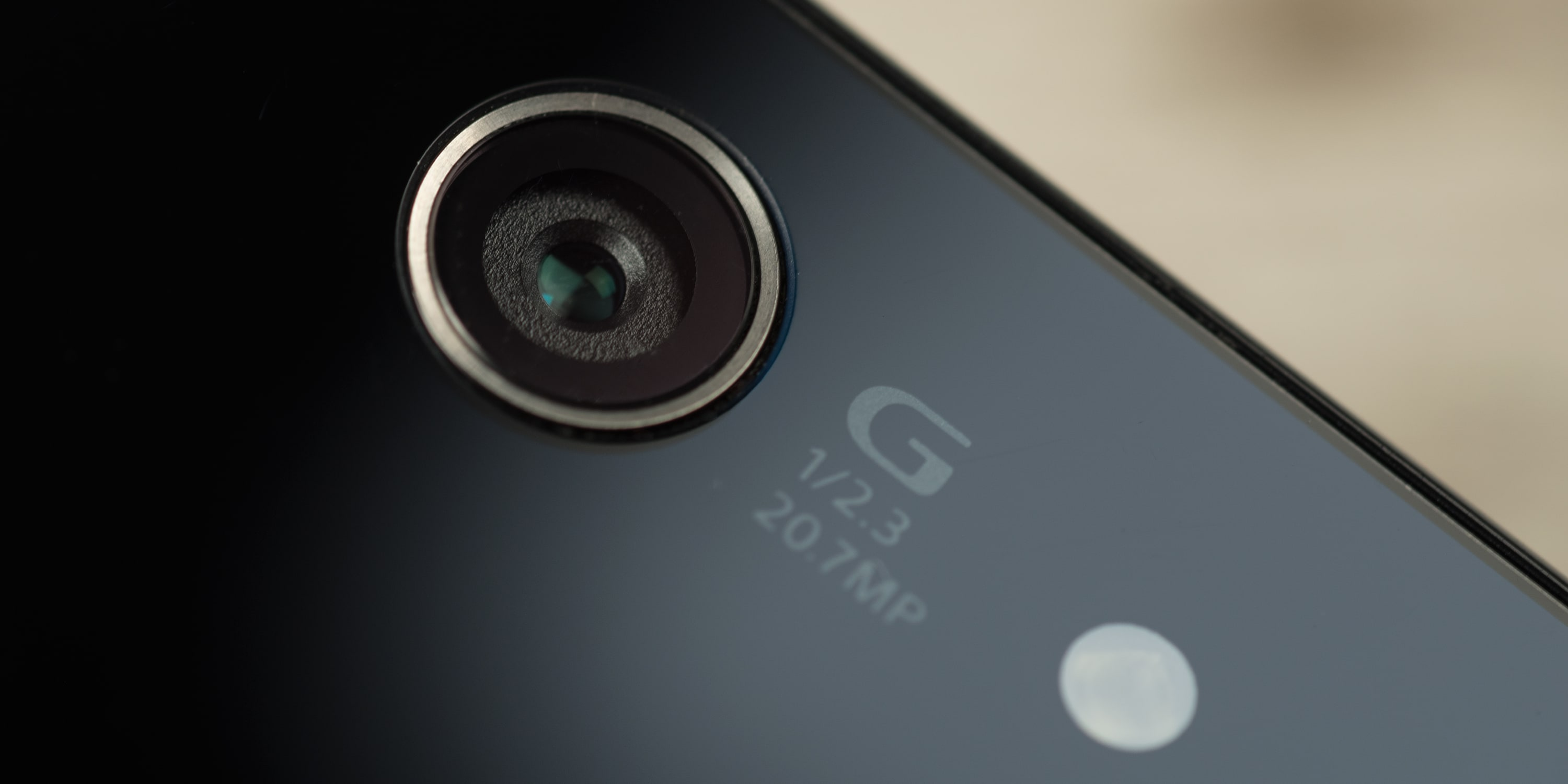 A photograph of the Sony Xperia Z3 Compact's camera.