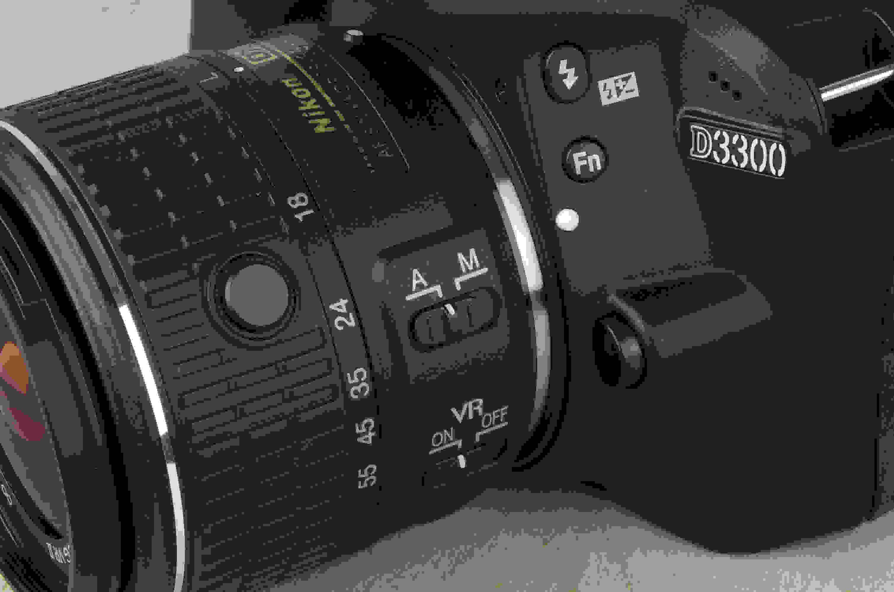 A picture of the Nikon D3300's autofocus switch.