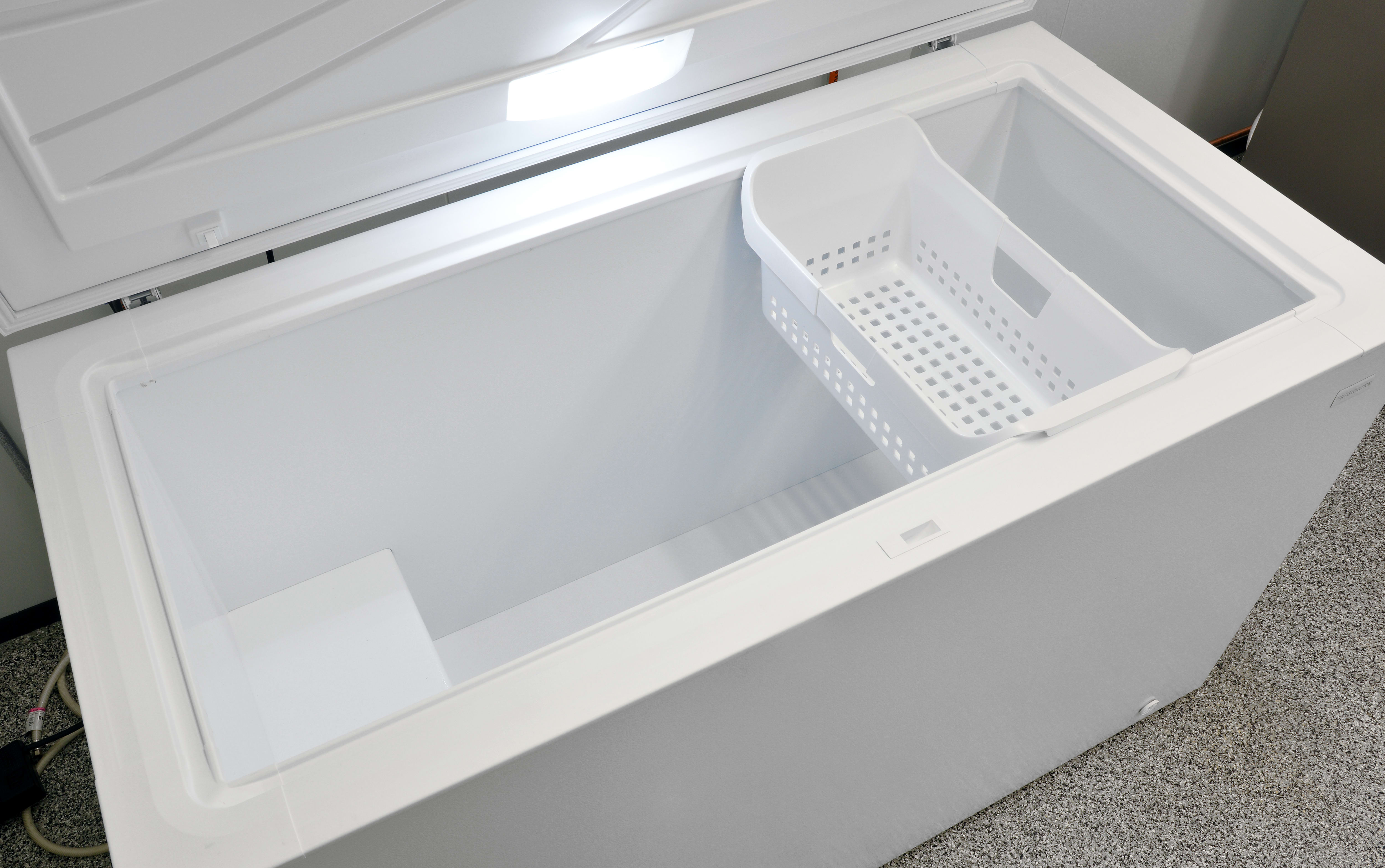 The interior of the Frigidaire FFFC16M5QW features just one sliding bucket.