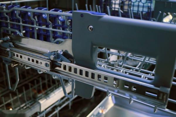 LG EasyRack Plus height adjustment mechanism
