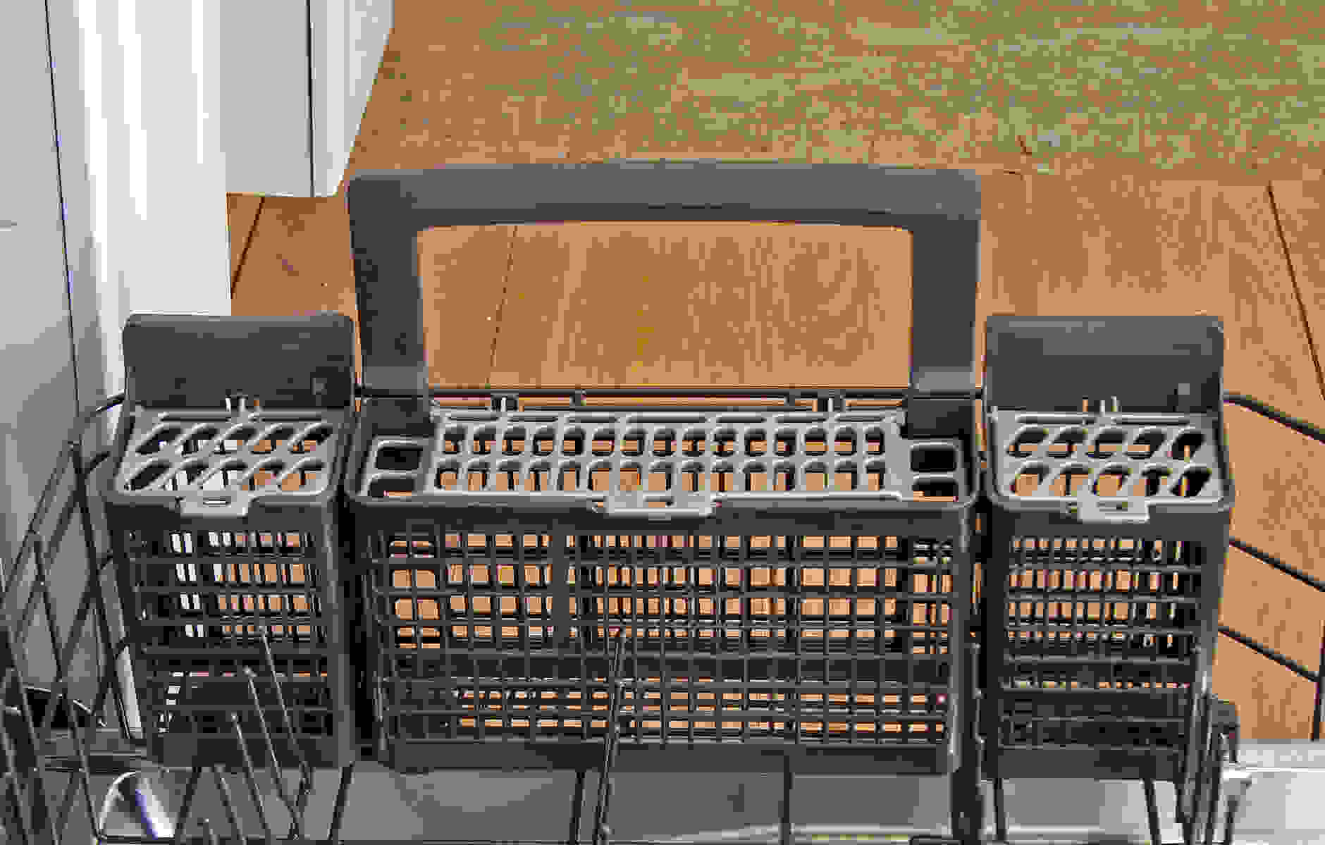 GE Monogram ZDT800SSFSS cutlery basket