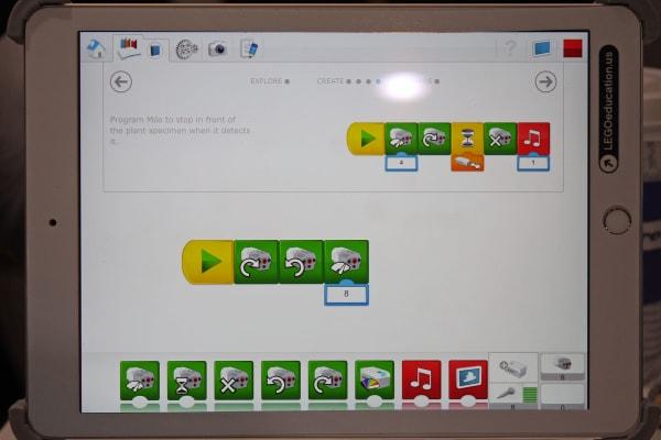 LEGO WeDo 2.0 app showing commands