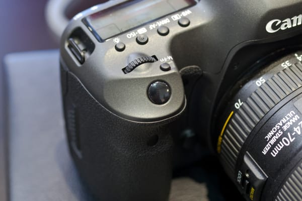 The front control dial sits conveniently behind the shutter button.