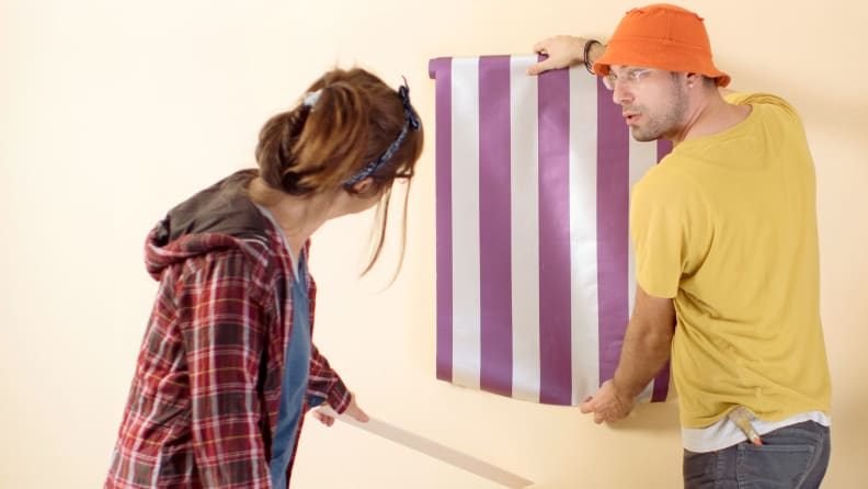Hanging-removeable-wallpaper-with-stripes