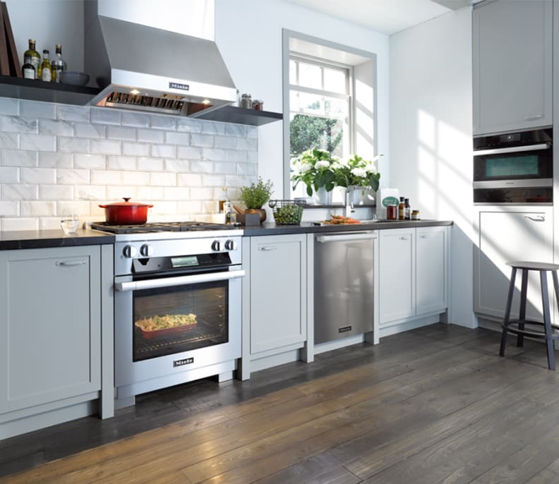 The HR1924, with hood, in a modern kitchen.