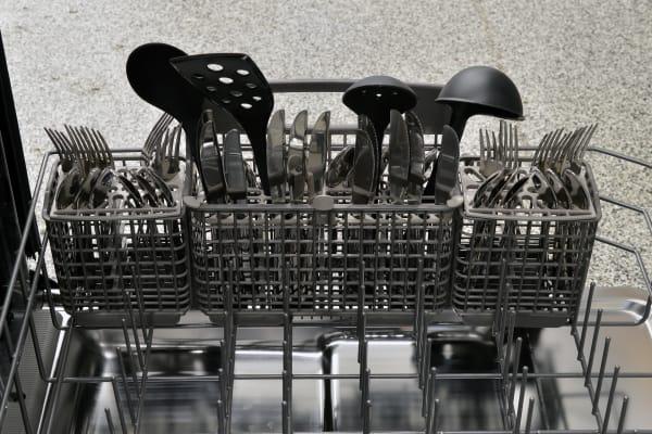 Kenmore Elite 14743 cutlery basket capacity