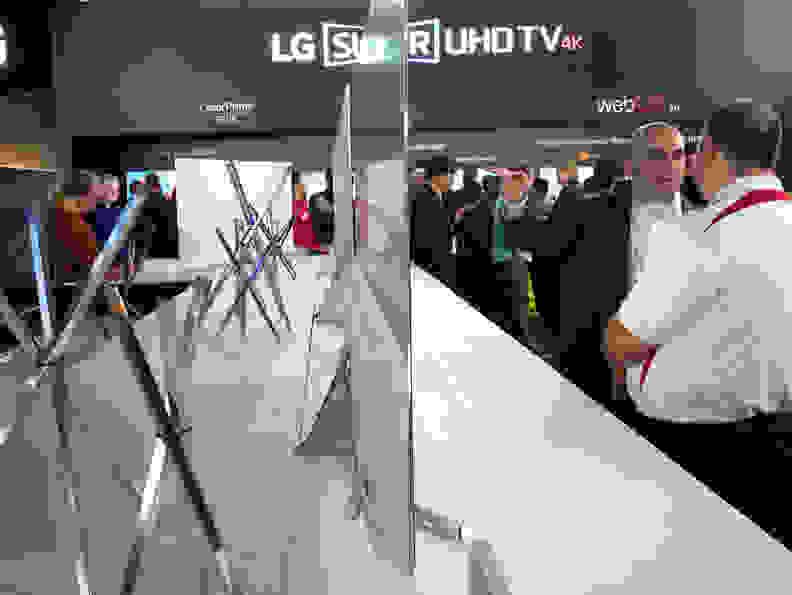 LG 65UH9500 Side