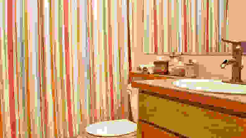 A bathroom with a closed shower curtain