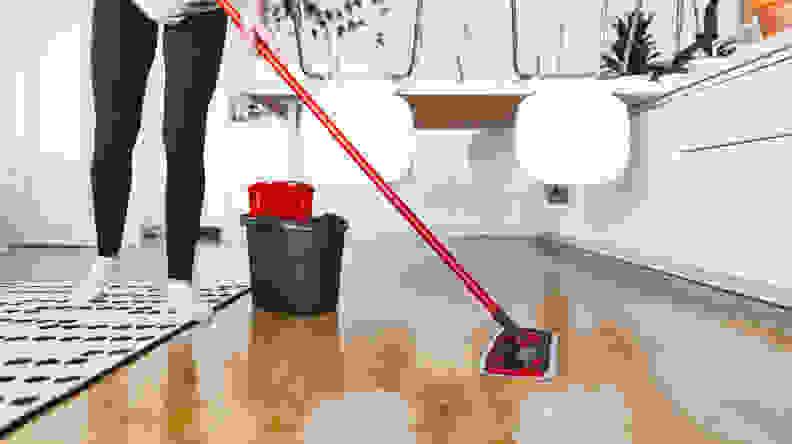 hardwood_floor_cleaners_cleaning